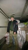 Владимир Орлов загрузил машину гуманитарной помощи